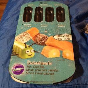 NWT Wilson Mini Cakes Pan 12 Cavity Twinkie Pan
